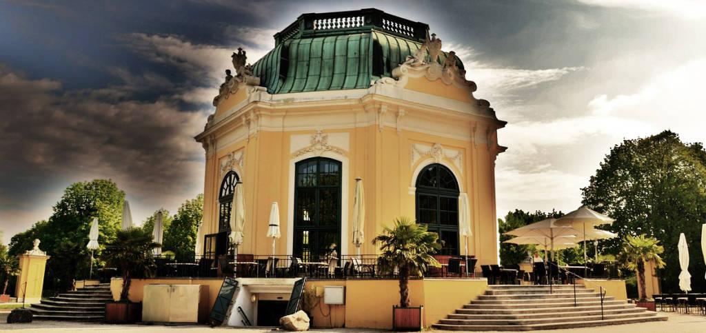 Kaiserlicher Frühstückspavillon im Schlosspark Schönbrunn in Wien - Österreich